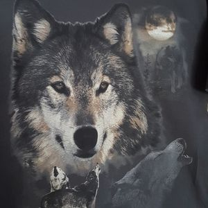 Tops - Unisex Wolfe tee shirt gray size XL